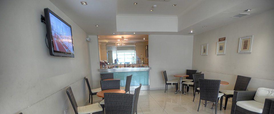 Terrace bar plaza hotels sliema hotel hotel in malta for Terrace hotel contact number